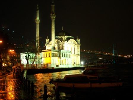 Mezquita Ortaköy de noche