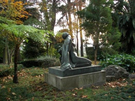 estatua palacio de cristal