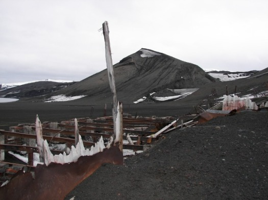 Base Antártica destruida